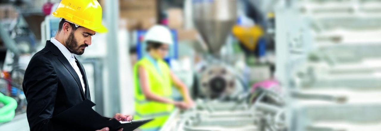 trabajadores de planta industrial