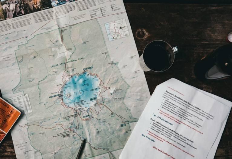imagen de mapa y documentos