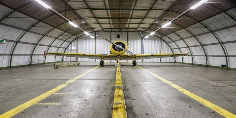 hangar temporal metálico interior